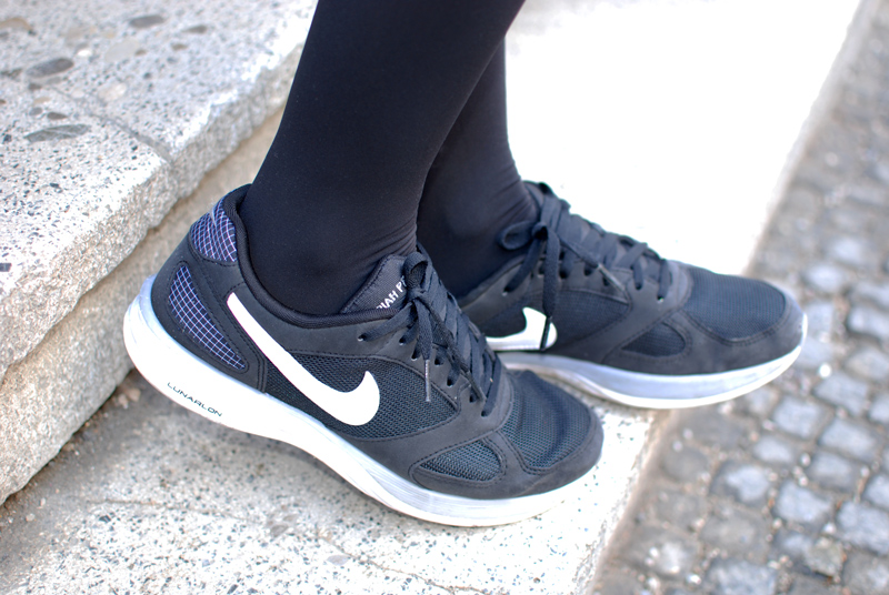shoes-sneakers-nike-black-blogger