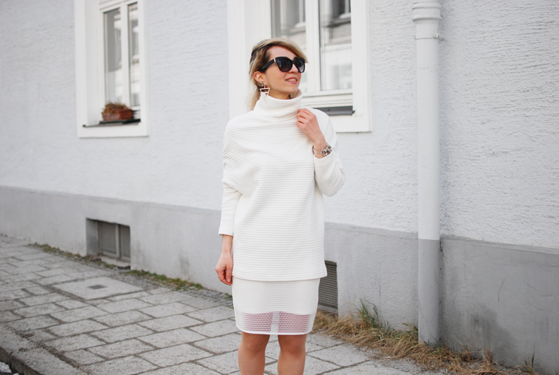 quer-allover-white-outfit-netz-mesh-skirt-sporty-trend-fashion-blogger
