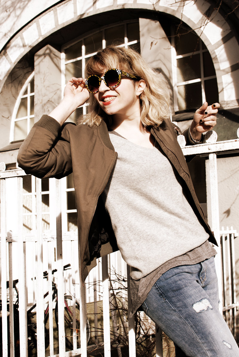 bomber-jacket-casual-outfit-ootd-fashion-blogger-distressed-denim-4