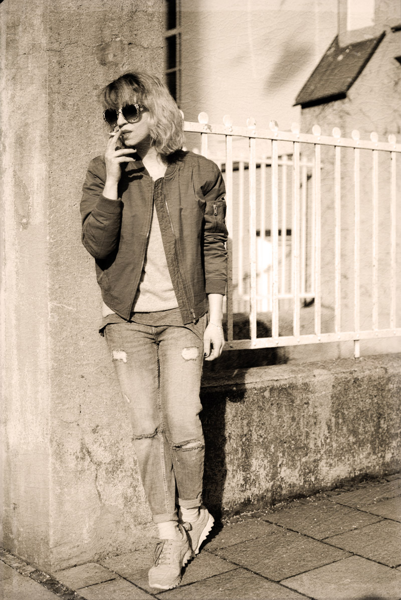 bomber-jacket-casual-outfit-ootd-fashion-blogger-distressed-denim