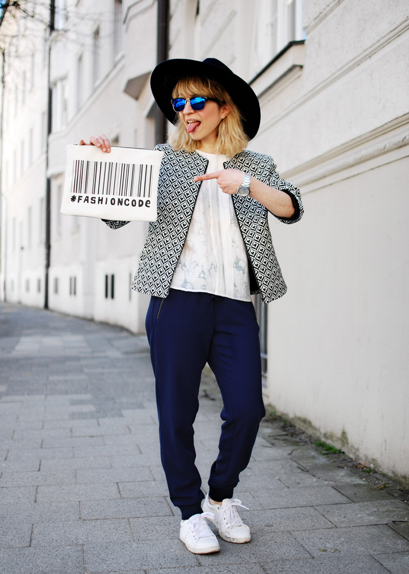 more-and-more-outfit-jogginghose-print-jacket-fashionblogger-4