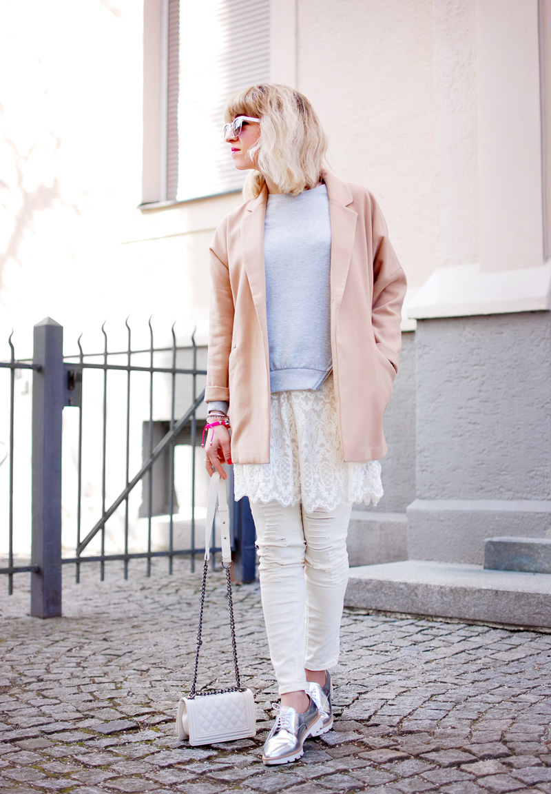 ripped-denim-lace-layering-spring-trend-fashionblogger-outfit-22