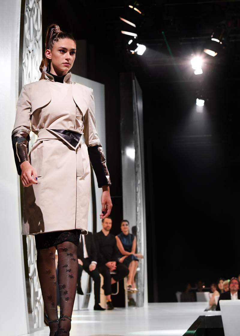 HSE24-TalentAward-Redcarpet-event-gala-blogger-fashion-lars-harre-trenchcoat-it-peace-fashiondesign-student-esmod