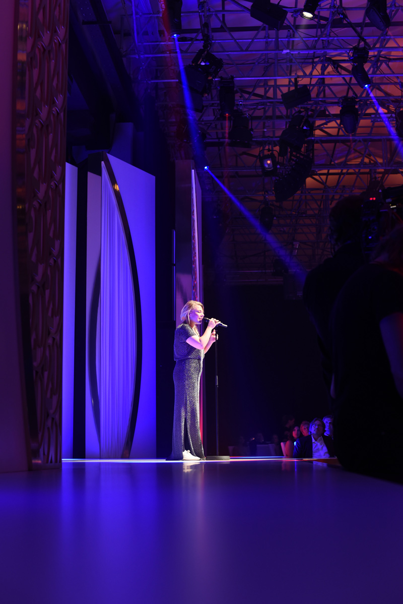 HSE24-TalentAward-Redcarpet-event-gala-blogger-fashion-liveact-music-saengerin-voice-of-germany