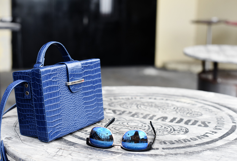 accessoires-bag-sunnies-eyewear-sonnenbrille-blau-blue-tasche