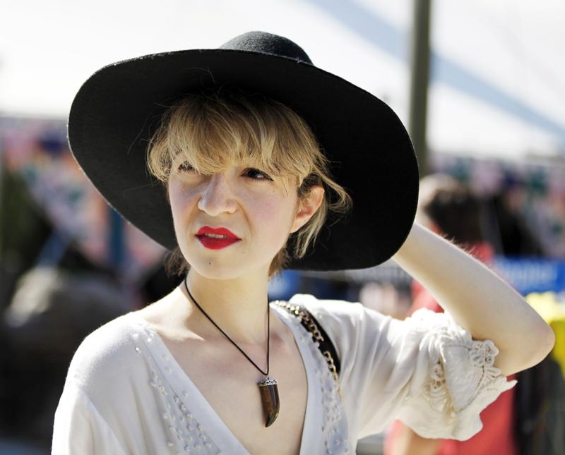 blogger-fashion-festival-look-inspiration-summer-hippie-boho-mode-kleid-nachgesternistvormorgen-portrait