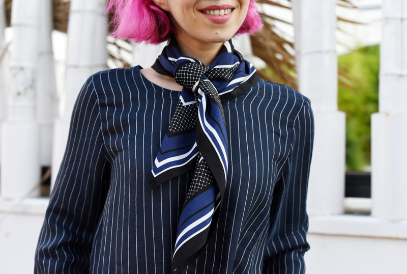 carre-tuch-scarf-detail-blogger-outfit-trend-pinstripes-nadelstreifen