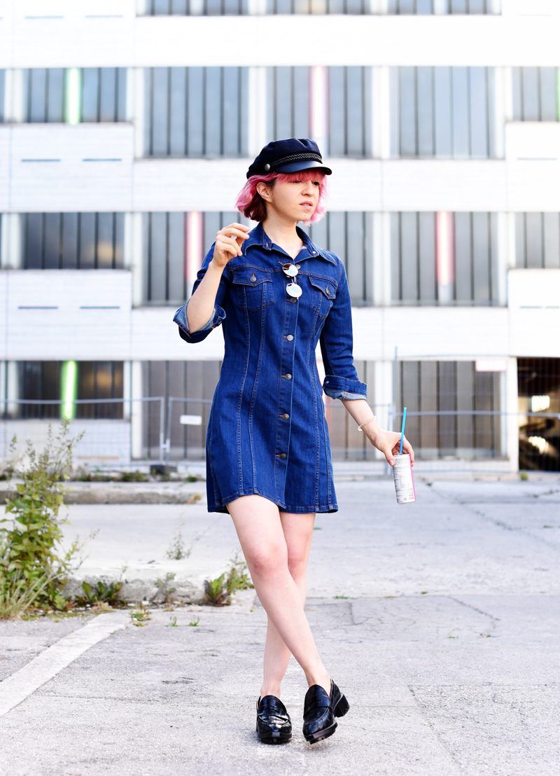 denim-dress-outfit-pinkhair-fashion-mode-fashionblog-nachgesternistvormorgen-muenchen-munich-outfit-ootd-inspiration-jeanskleid