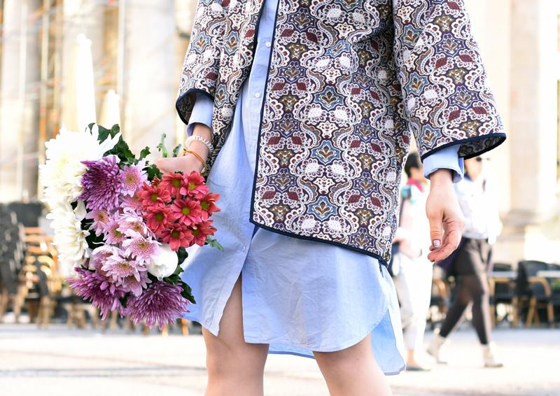 detail-blumen-outfit-blogger-pinke-haare-pinkhair-nachgesternistvormorgen-muenchen-modeblogger-mbfwb-look-streetstyle-blouse-blusenkleid