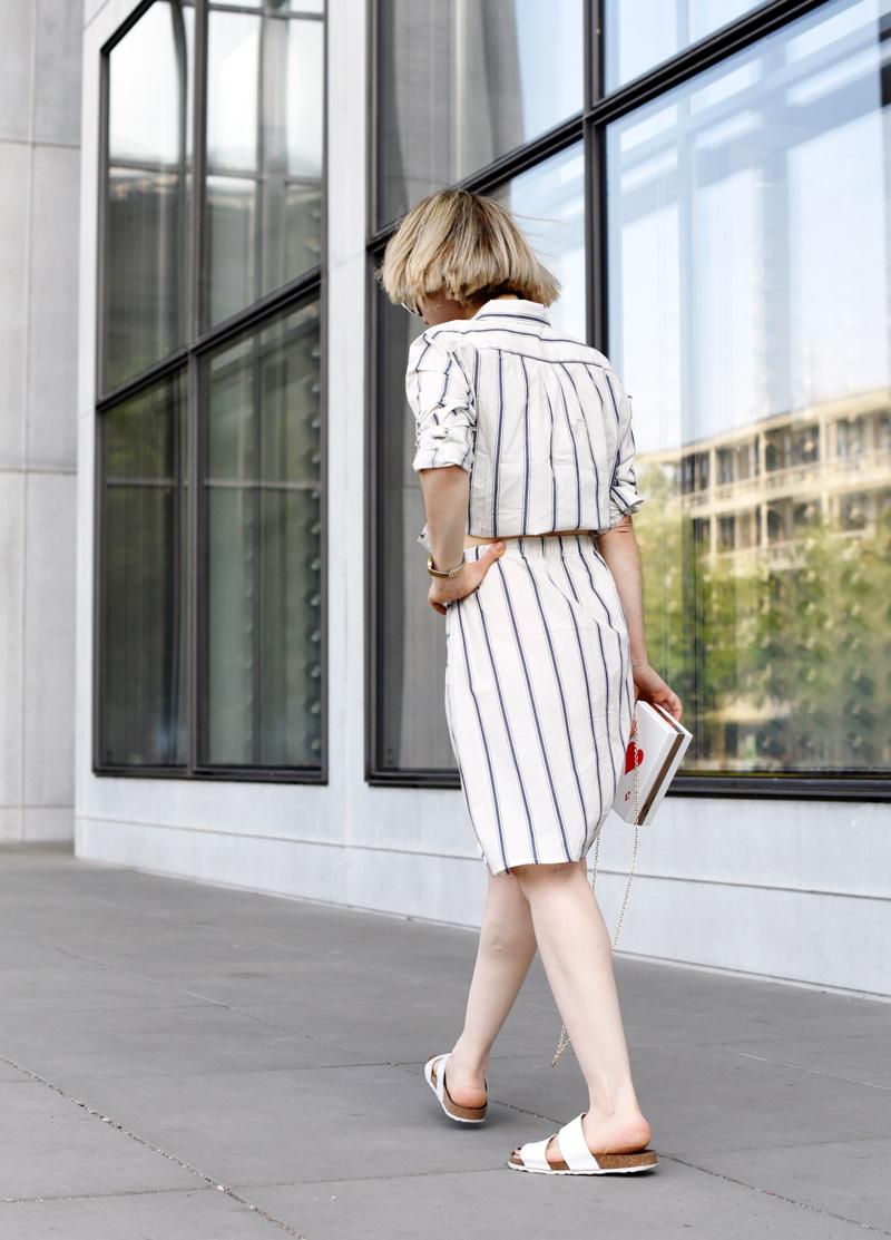 fashionweek-streetstyle-suit-kombi-streifen-hemd-blouse-outfit-look-ootd-nachgesternistvormorgen-modeblog-muenchen-sommer-inspiration-mbfwb-back-Kopie