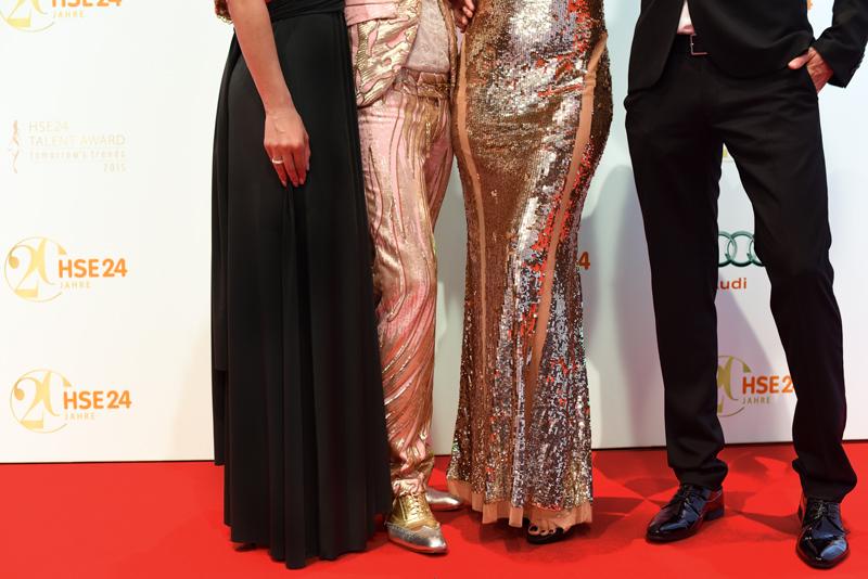red-carpet-fashion-promi-hse24-talentaward-abendgarderobe-kleid-dress-glitzer-party-gala-event-muenchen-blogger