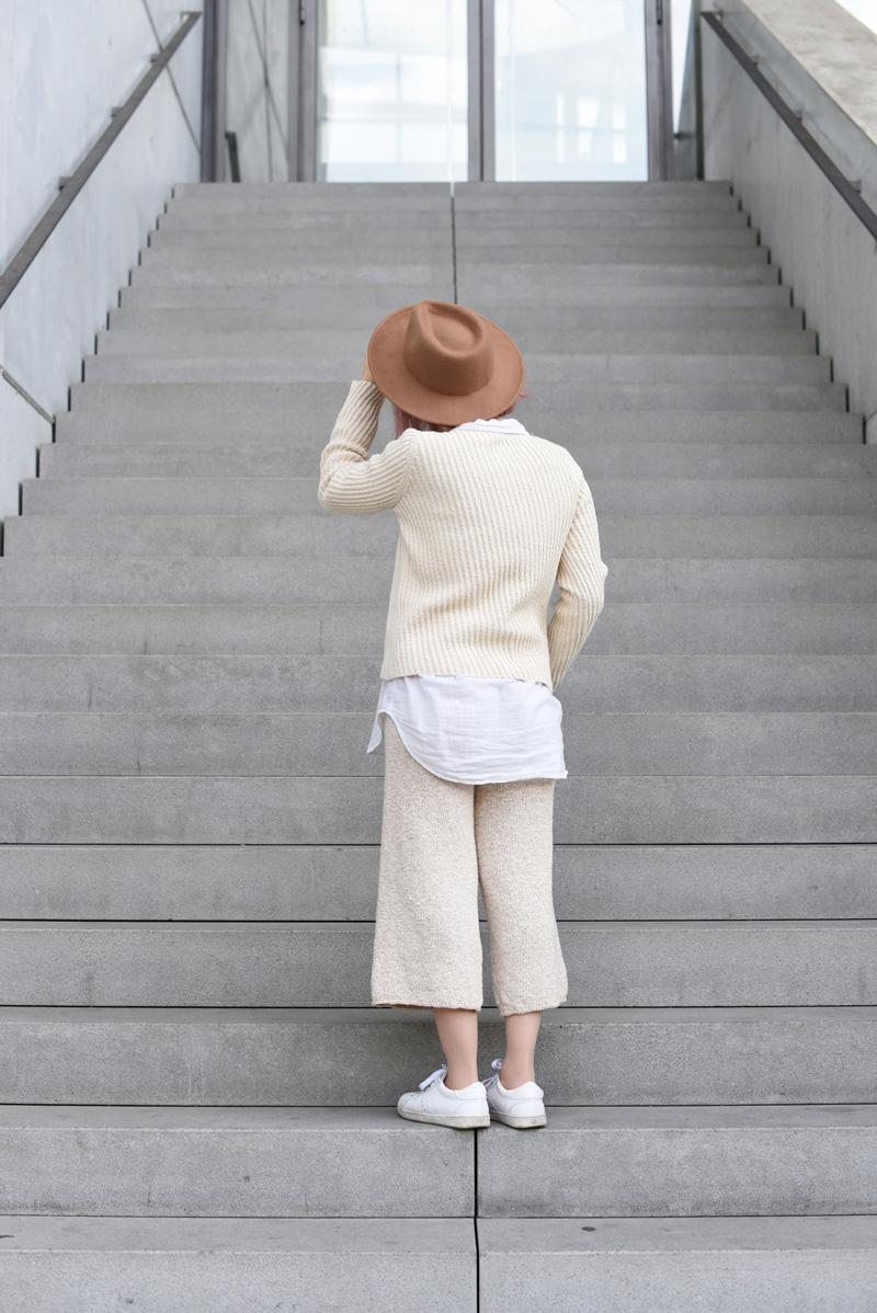 back-outfit-ootd-knit-strick-culotte-trend-nachgesternistvormormorgen-fashionblog-modeblogger-munich-muenchen-layering-creme-beige-trend-herbst