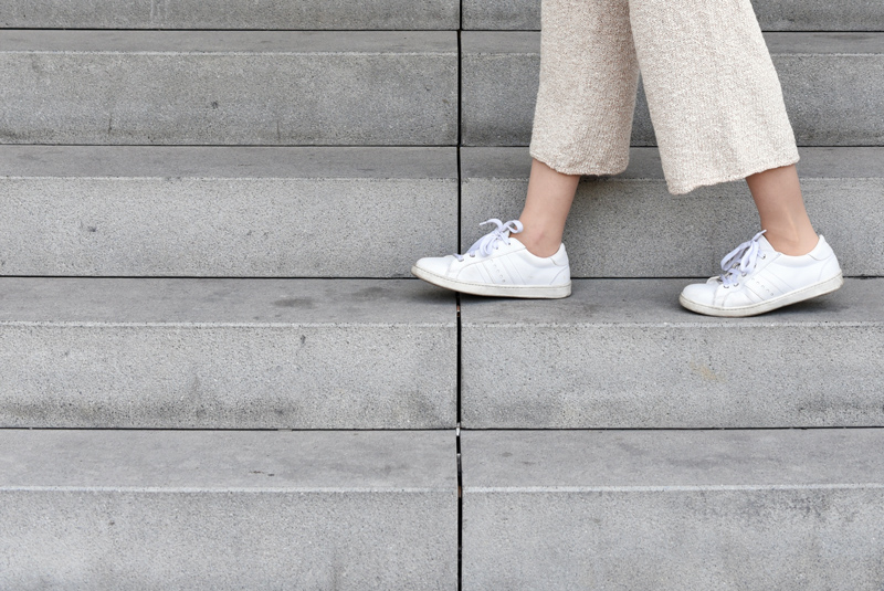 sneakers-culottes-outfit-inspiration-knit-strick