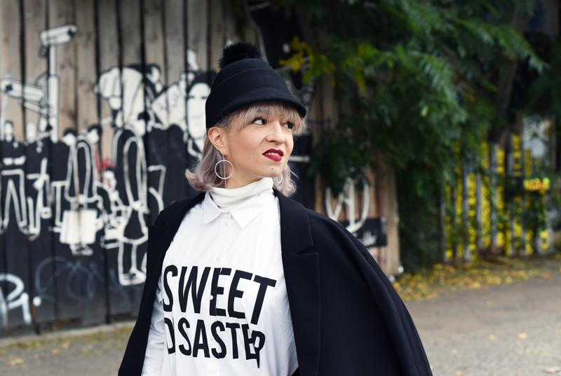 blouse-dress-monochrome-outfit-fashion-blogger-nachgesternistvormorgen-cute-edgy-look-streetstyle-portrait