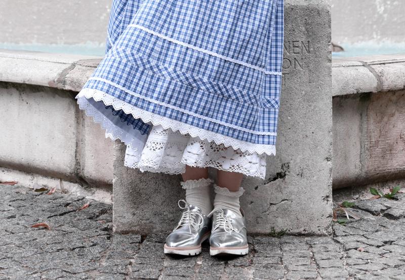 detail-dirndl-tracht-wiesn-oktoberfest-kariert-volksfest-tradition-outfit-modeblogger-muenchen-munich-bavaria-bayern-nachgesternistvormorgen-1