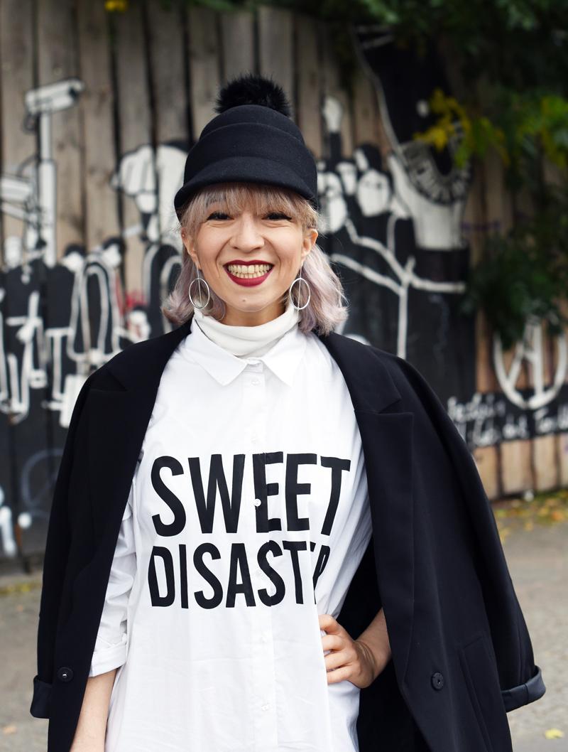portrait-blouse-dress-monochrome-outfit-fashion-blogger-nachgesternistvormorgen-cute-edgy-look-streetstyle-1