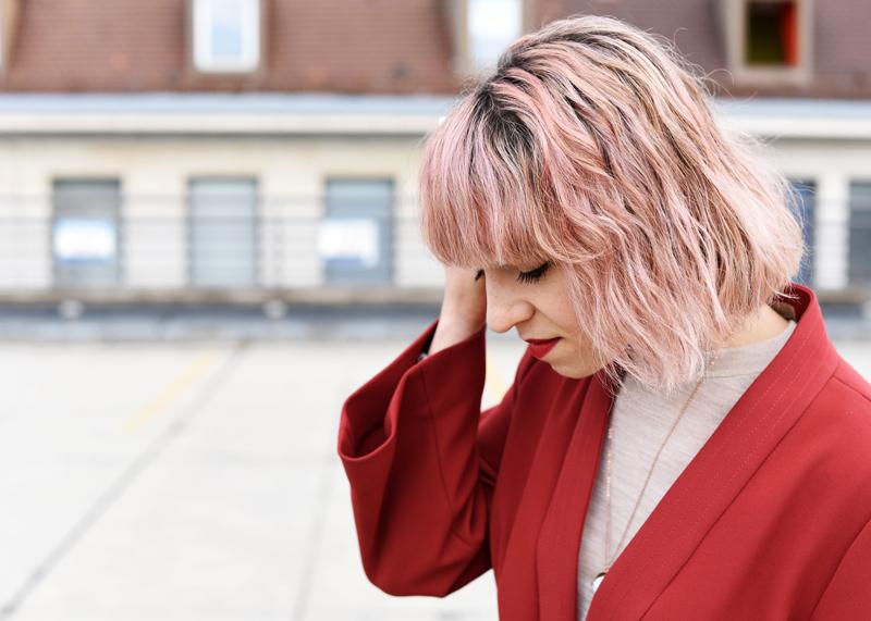 portrait-kimono-jacket-pinkhair-cassette-bag-clutch-outfit-fashionblogger-nachgesternistvormorgen-muenchen-1