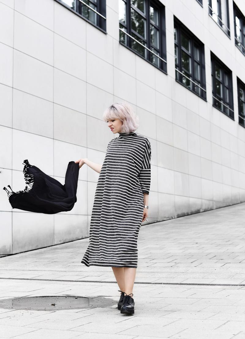 monki-dress-striped-maxi-midi-oversized-trend-fall-fashionblogger-munich-muenchen-nachgesternistvormorgen-streetstyle-008