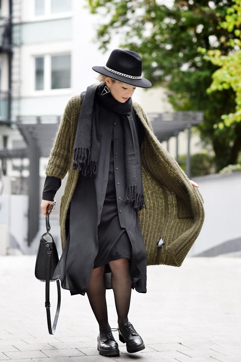 outfit-herbst-look-fall-trend-knit-strick-coat-mantel-olive-green-military-gruen-hallhuber-fashionblogger-modeblog-muenchen-nachgesternistvormorgen-4
