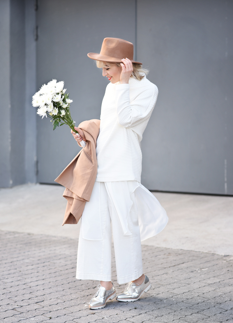 all-white-layering-nachgesternistvormorgen-outfit-streetstyle-layers-culotte-camel-look-style-fashionblog-muenchen