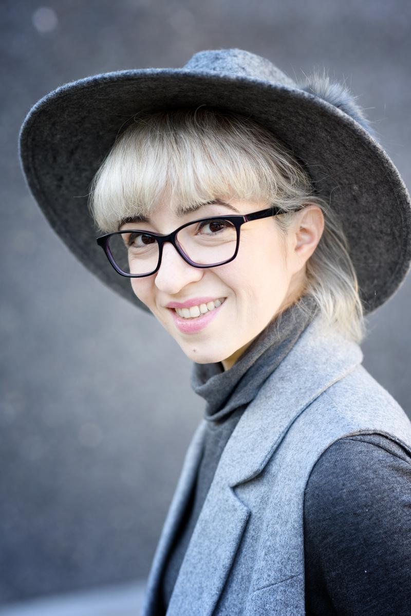 outfit-asos-business-buero-look-nachgesternistvormorgen-modeblog-muenchen-weste-grau-job-blogger-hut-portrait