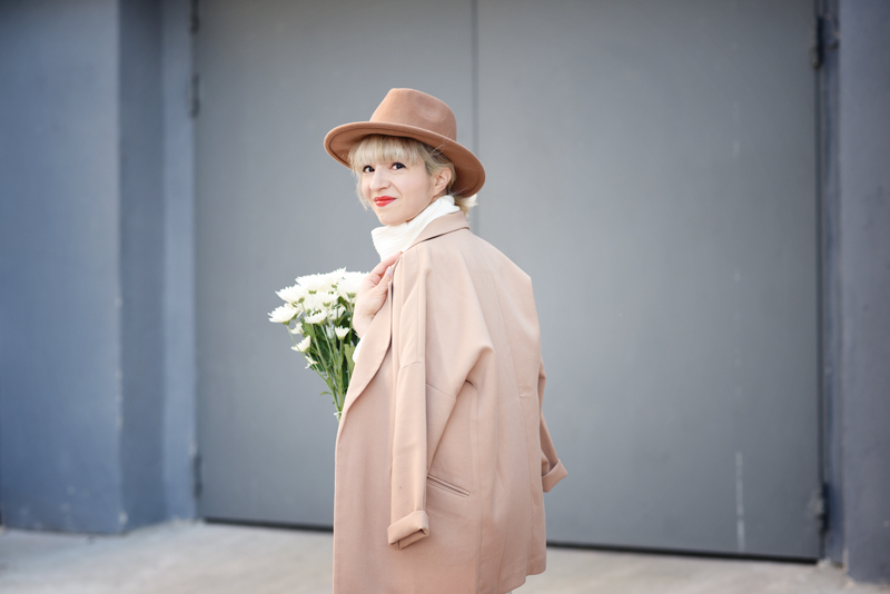 quer-all-white-layering-nachgesternistvormorgen-outfit-streetstyle-layers-culotte-camel-look-style-fashionblog-muenchen