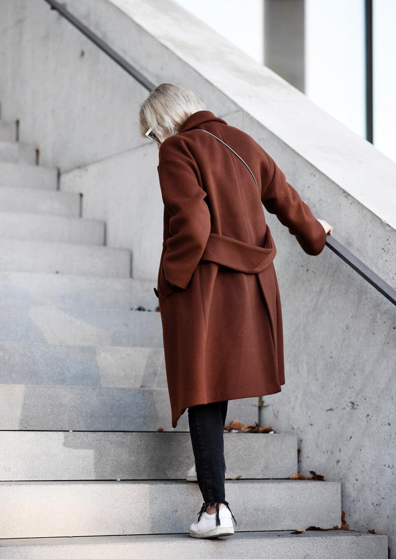 back-oversized-coat-rostrot-brown-zara-outfit-blogger-nachgesternistvormorgen-muenchen-fashionblog-modeblog-look-casual-chic-streetstyle-furla-metropolis-urban