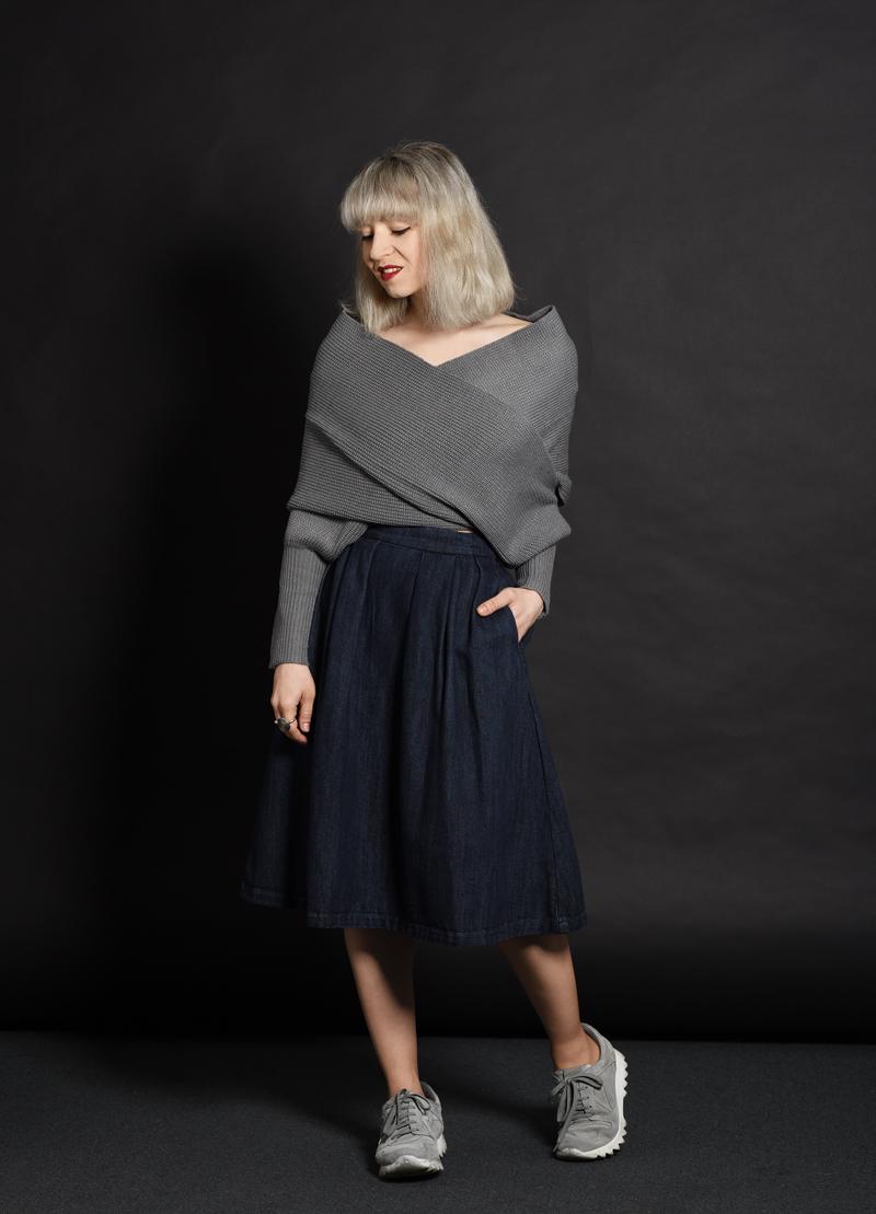 shein-wickel-pullover-denim-midi-skirt-midirock-jeansrock-sneakers-nachgesternistvormorgen-outfit-ootd-muenchen-modeblog