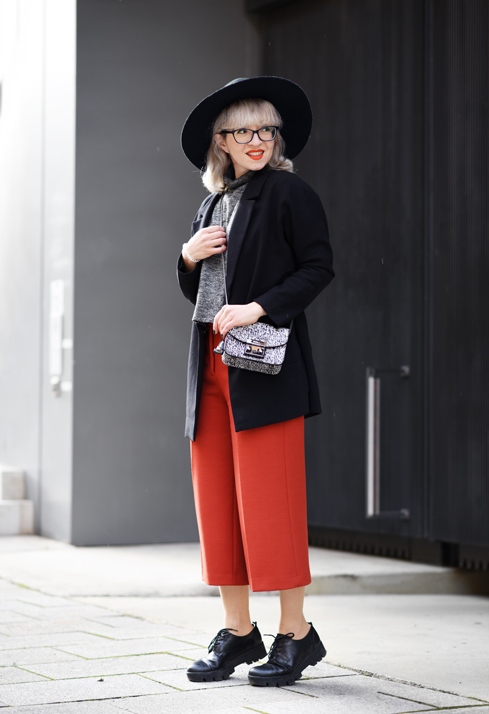 orange-culottes-nachgesternistvormorgen-outfit-look-fashion-modeblog-modeblogger-muenchen-furla-bag-tasche-black