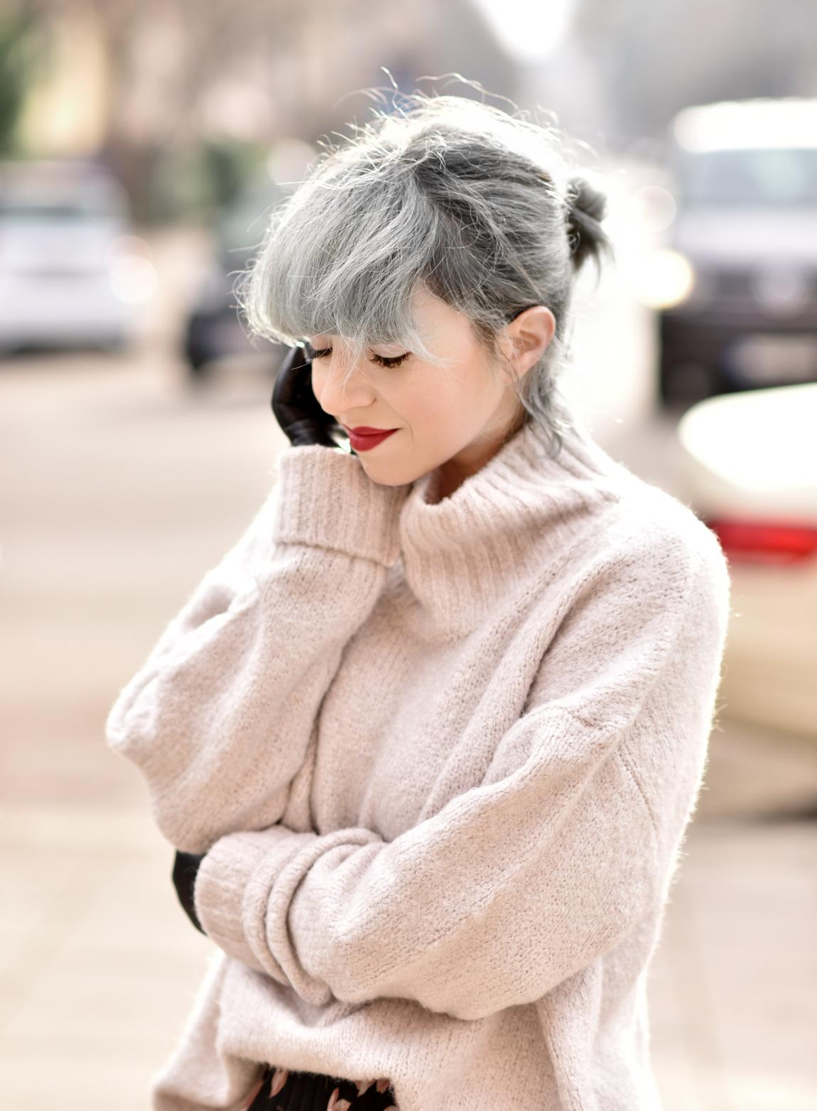 blumen, rock, pullover, winter, fashionblogger, modeblogger, muenchen, silverhair, trend, inspiration, midi, boots