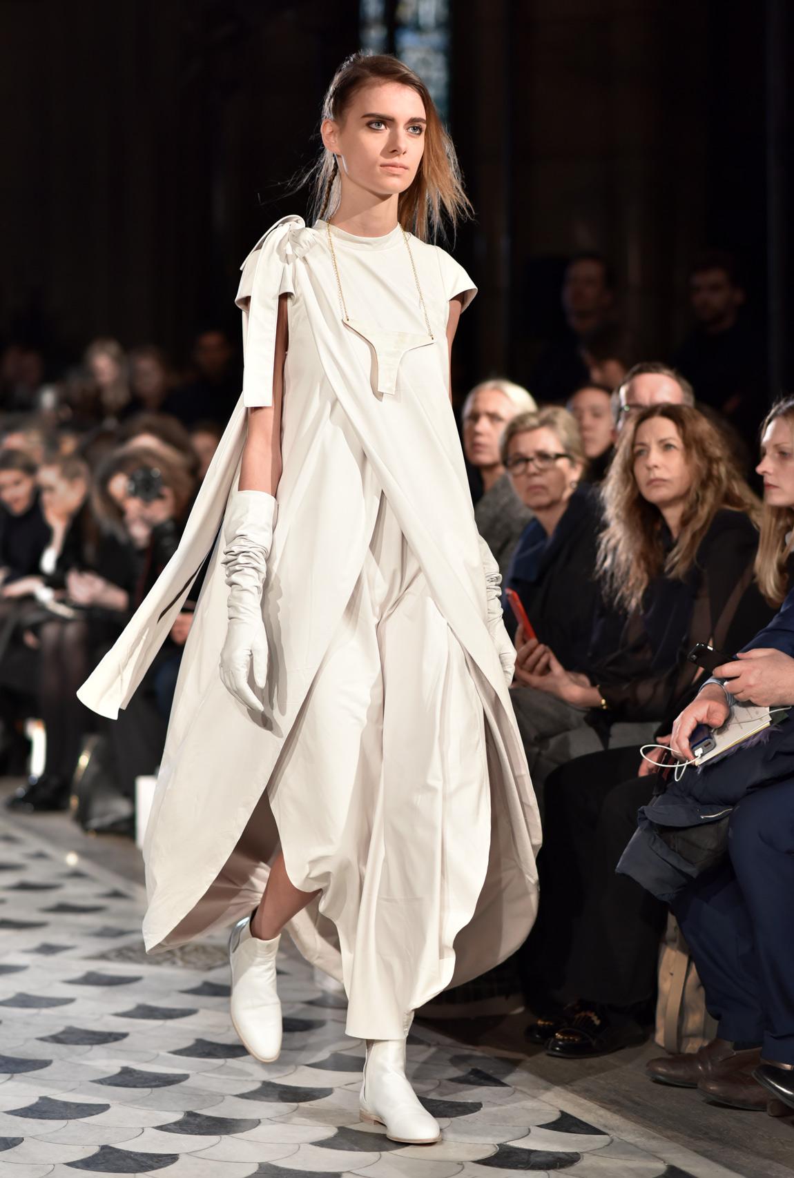 nobi talai, paris, fashionshow, allwhite, modenschau, laufsteg, runway, kollektion, modedesign, fashion, designer