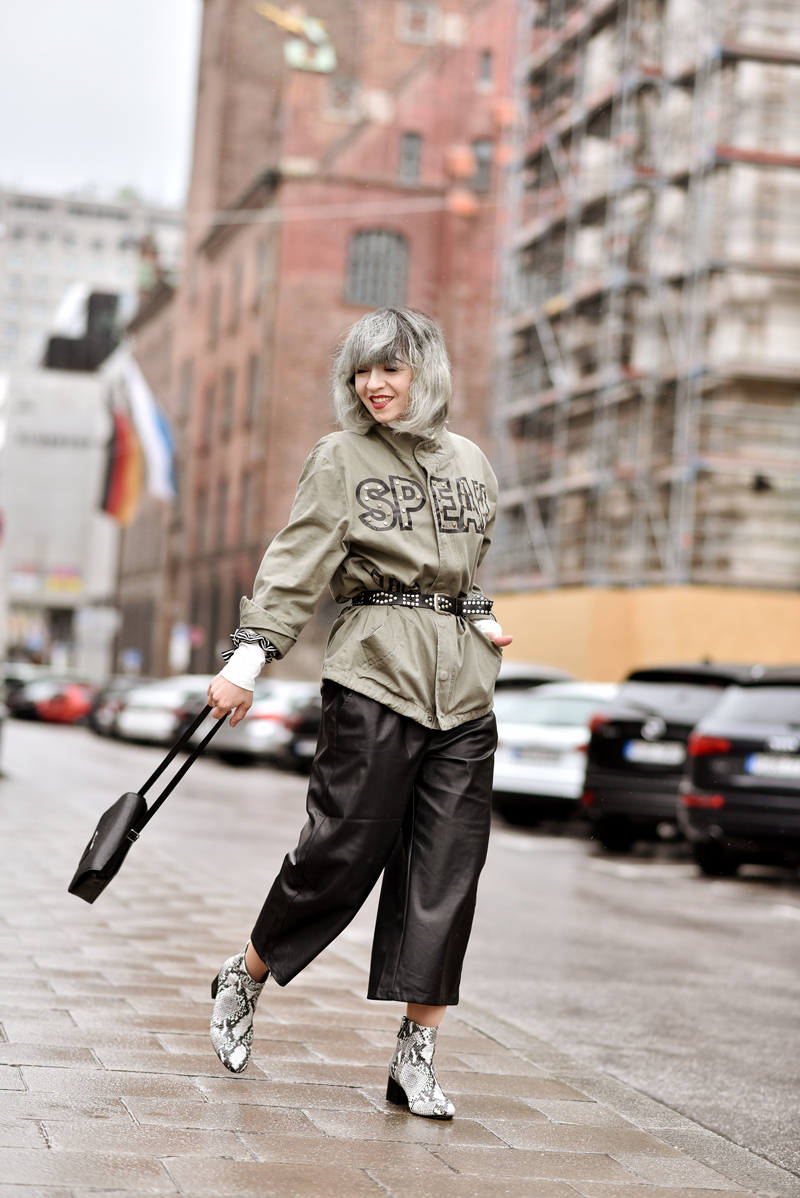 outfit, streetstyle, muenchen, fashionblogger, modeblogger, parka, culotte, silber, haare, slogan