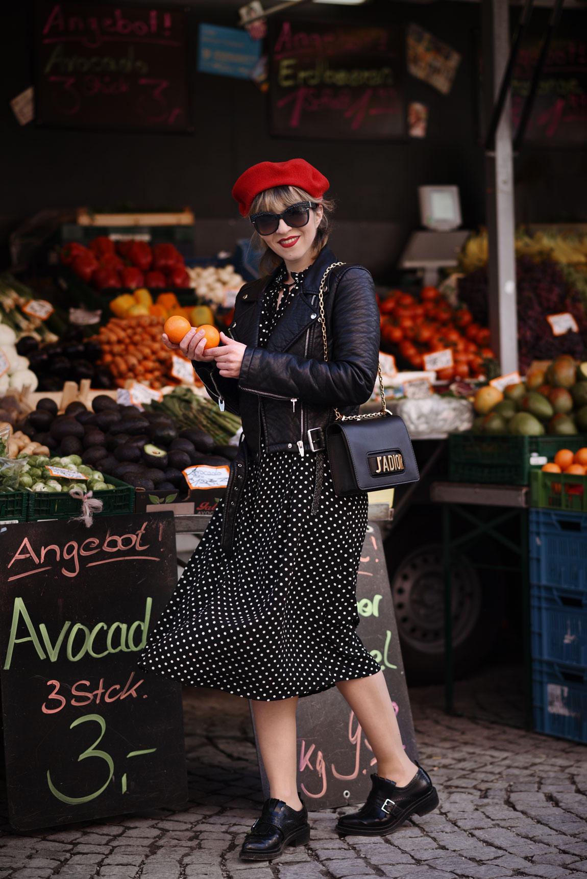 punkte, dots, gepunktet, dior, jadior, kleid, midi, dress, fashionblogger, berlin, modeblog, muenchen, trend, fruehjahr, spring, streetstyle, obststand, fruits, cute, vintage, ootd, outfit