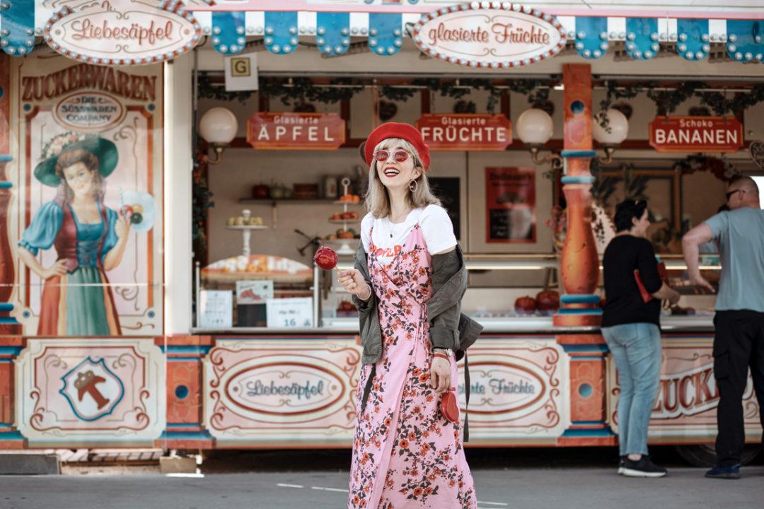 spaghetti, träger, kleid, muenchen, berlin, fruehlingsfest, zuckerapfel, modeblog, fashionblog, rot, retro, suess, feminin, outfit, mode, inspiration, streetstyle