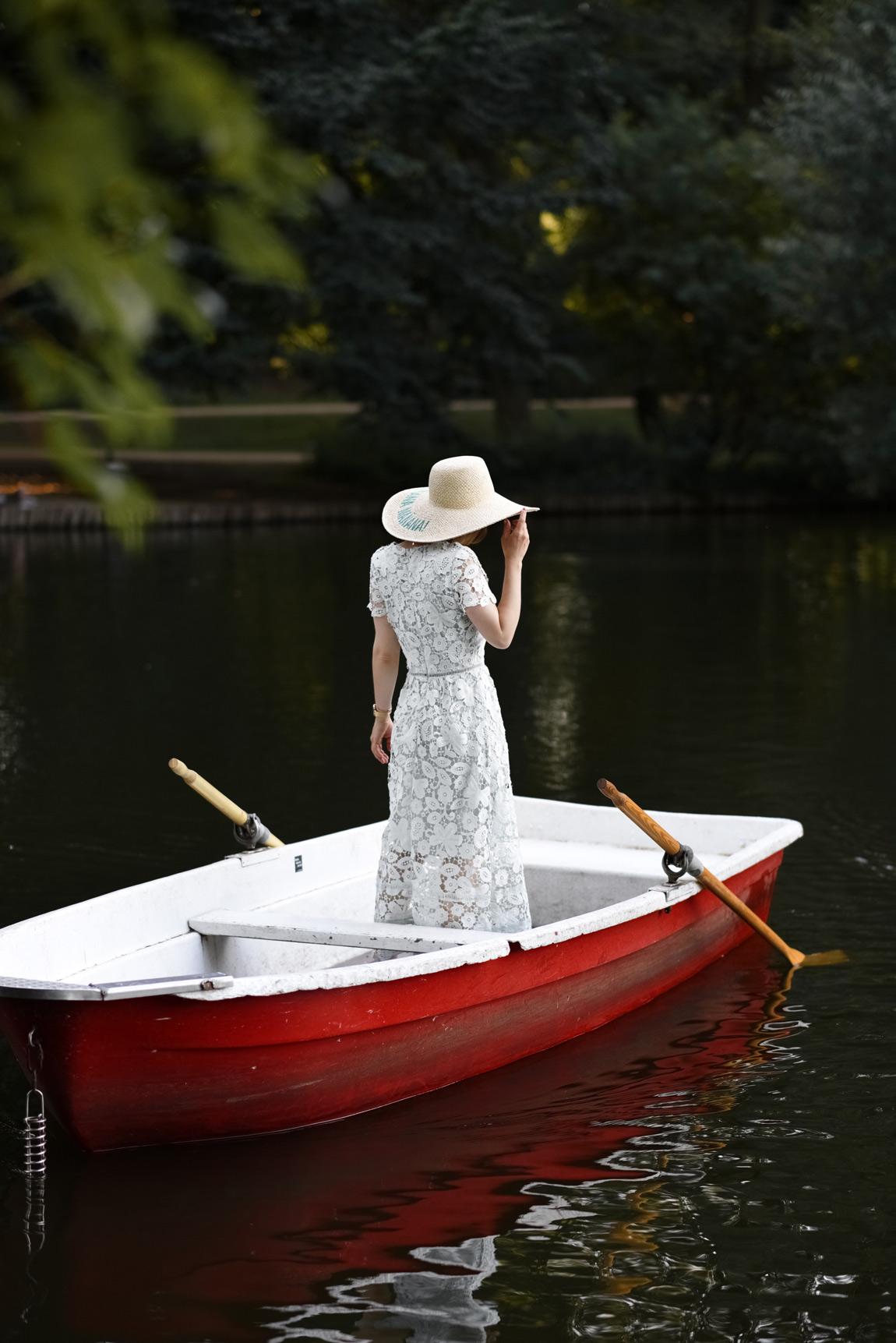 spitzen, kleid, berlin, see, boot, ruderboot, outfit, romantisch, fashionblogger, modeblogger, sommr